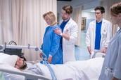 Jana Majeská, Richard Autner, David Uzsak a Anna Nováková v seriáli Nemocnica