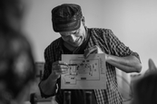 Som mama - Ján Dobrík fotografuje na nakrúcaní seriálu - Režisér Jan Novák
