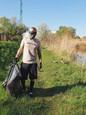 Mišo Sabo počas zberu odpadkov