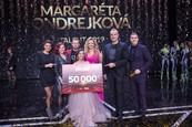 Víťazka Margaréta Ondrejková s porotu a moderátormi