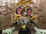 princezná diana a milenec dodi, foto na pomníku