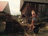Farmar hlada zenu  - streda