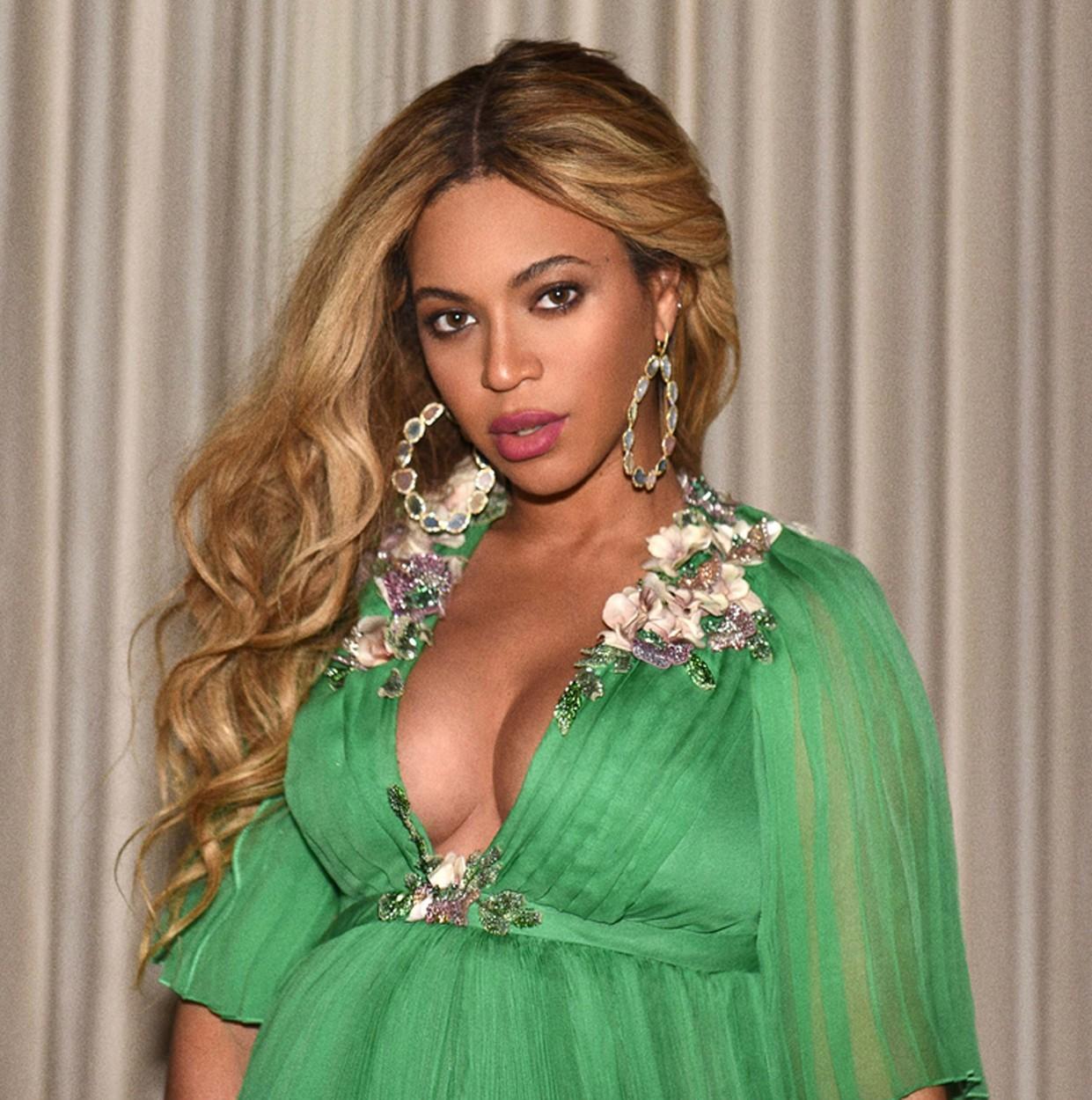 9e9fcd9419a6e Premiéra filmu Kráska a zviera: Tehotná Beyoncé zažiarila v týchto ...
