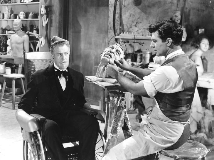 Dom voskových figurín (1953). Vľavo Vincent Price