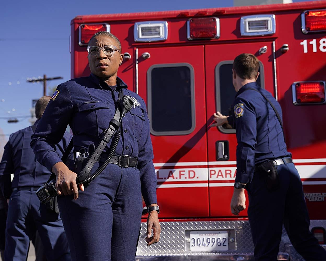 Aisha Hinds v seriáli 911