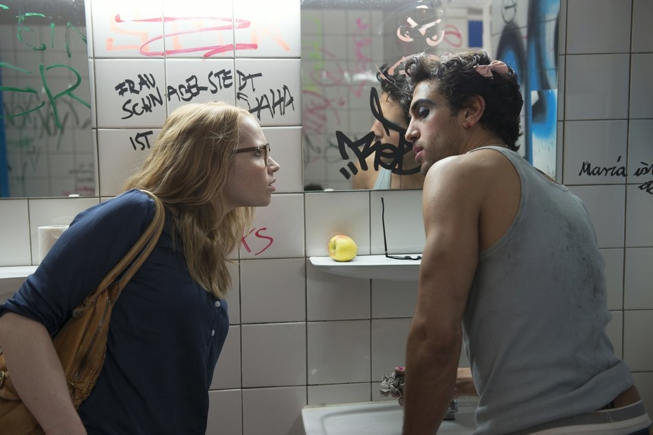 Sexy herec Elyas M'Barek vo filme Fakjú pán profesor