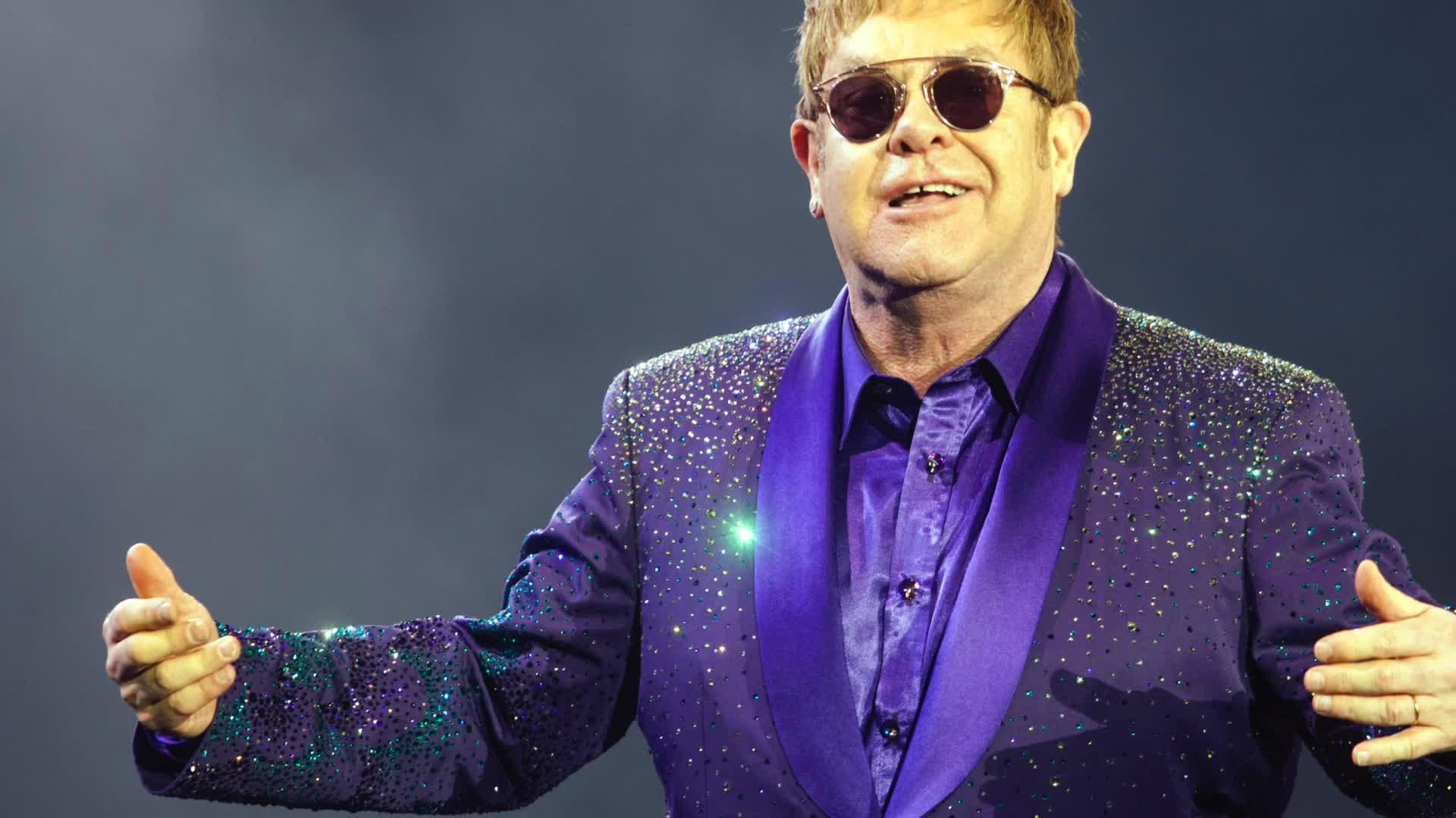 VIDEO  Naštvaný Elton John prerušil koncert a odišiel z pódia 15401b94a0e