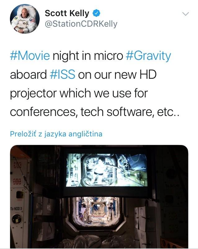 Astronaut Scott Kelly priblížil, ako vyzerajú filmové maratóny na ISS.