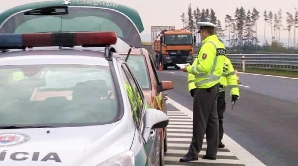 Policajti_cesta_premávka_kontrola_ilustračné