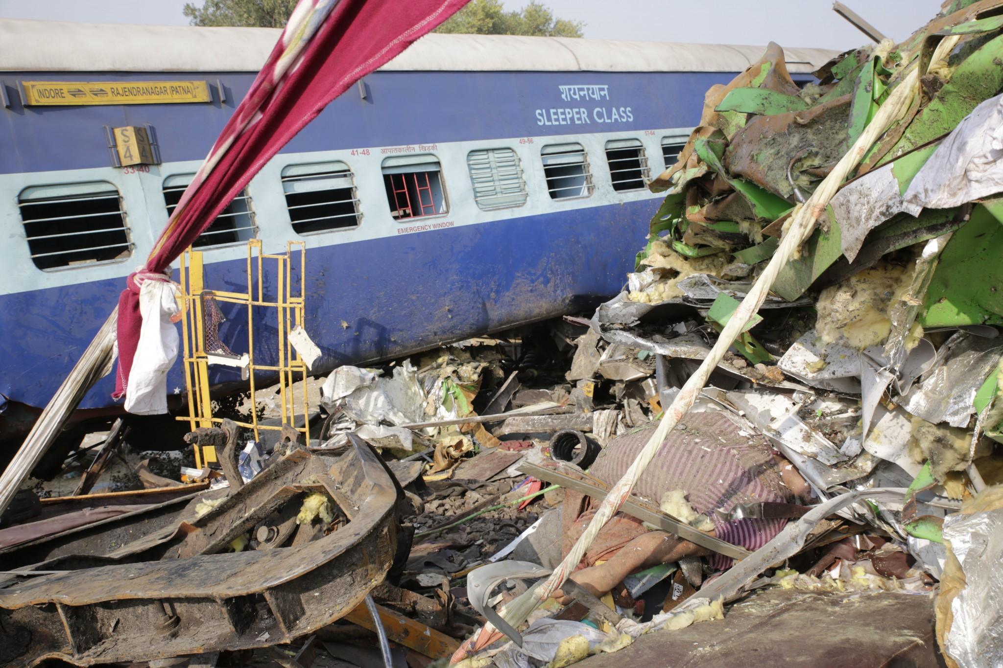 Pri železničnom nešťastí zomrelo najmenej 107 ľudí