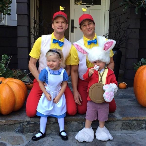 Neil Patrick Harris, David Burtka a ich dve deti počas Halloweenu