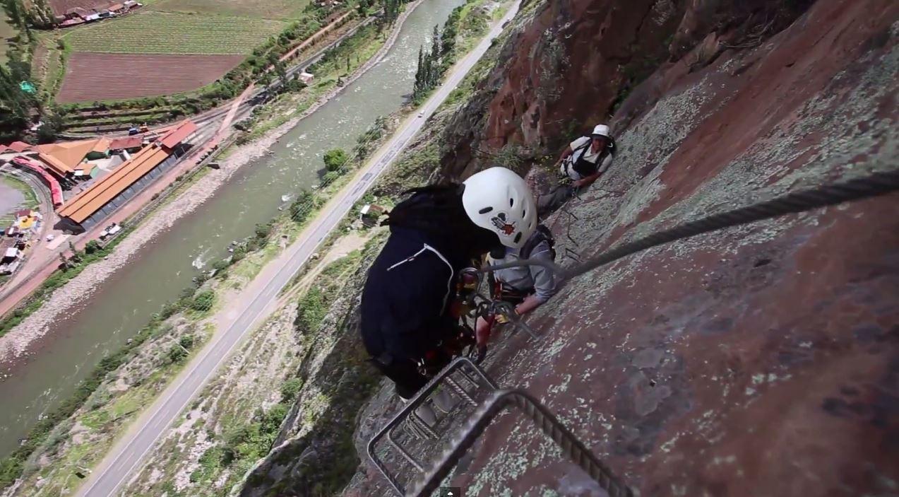 400 metrov a dvojhodinové lezenie po Via Ferrata k vytúženej večeri a spánku.