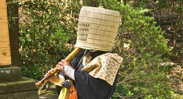 Nindžovia často využívali prevleky, napríklad za budhistického mnícha komuso.
