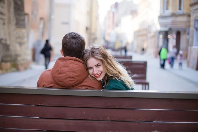 zamilovana dvojica na prvom rande
