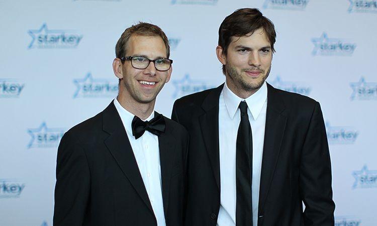 Ashton Kutcher s bratom dvojičkou