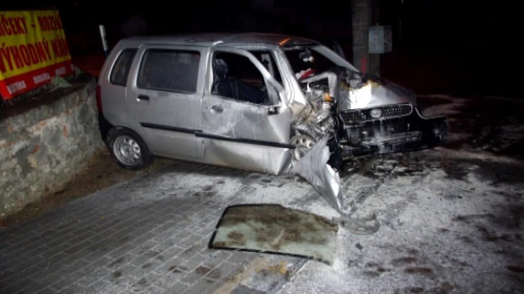 Nehoda_Trstín_opilec_policajti aj záchranári_pomoc