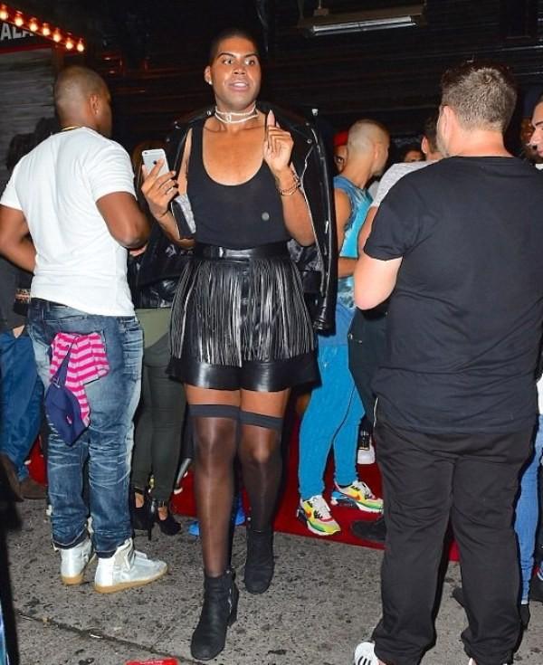 ac73355fe6b0 Syn športovej legendy Magica Johnsona  Schudol 80 kíl a nosí ženské ...