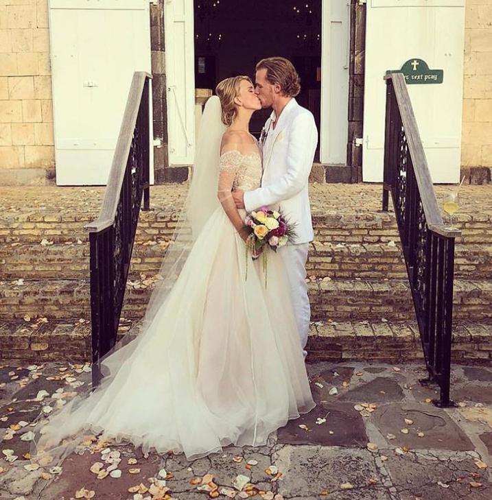 c0cf986c41ac Rozprávkové svadobné šaty Hiltonky  Wau