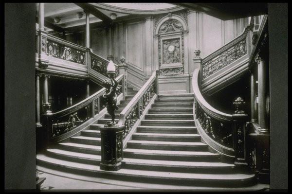 Schodište medzi poschodiami Titanicu.