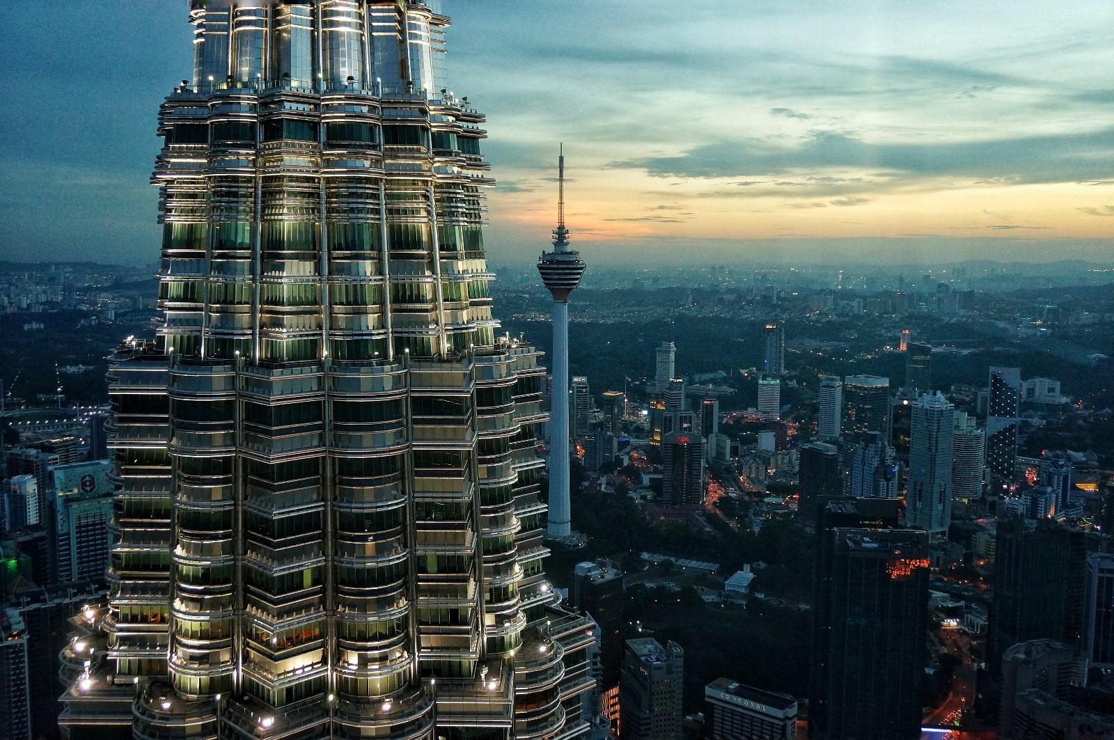 Vrchol veže Petronas v Malajzii.