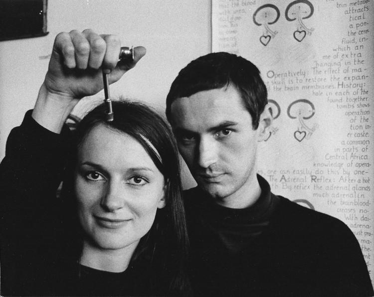 Joeva priateľka Amanda Feilding tiež podstúpila autotrepanáciu. Amanda bola hlavnou aktivistkou kampane Trepanácia pre národné zdravie.
