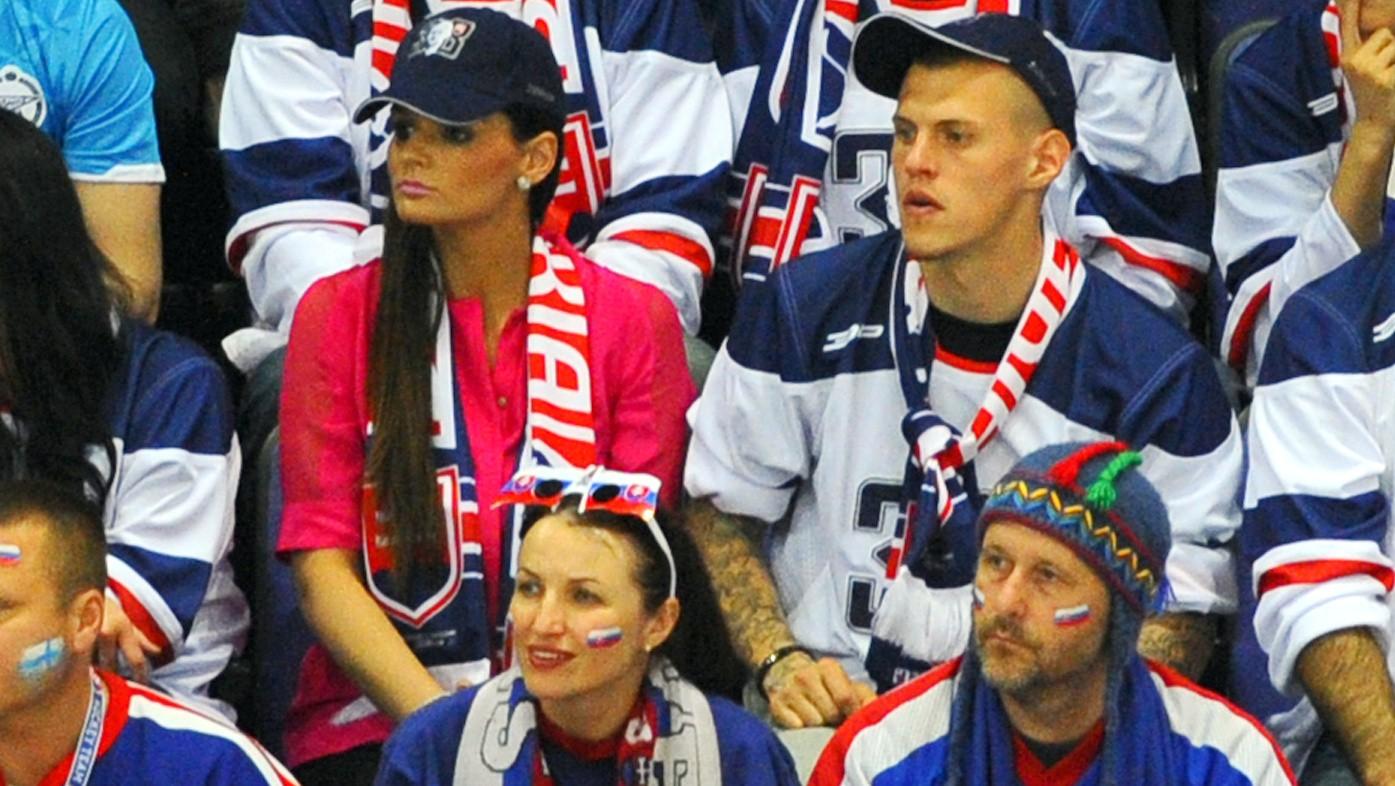 Škrtel_snúbenica_fandia_hokej_Fínsko