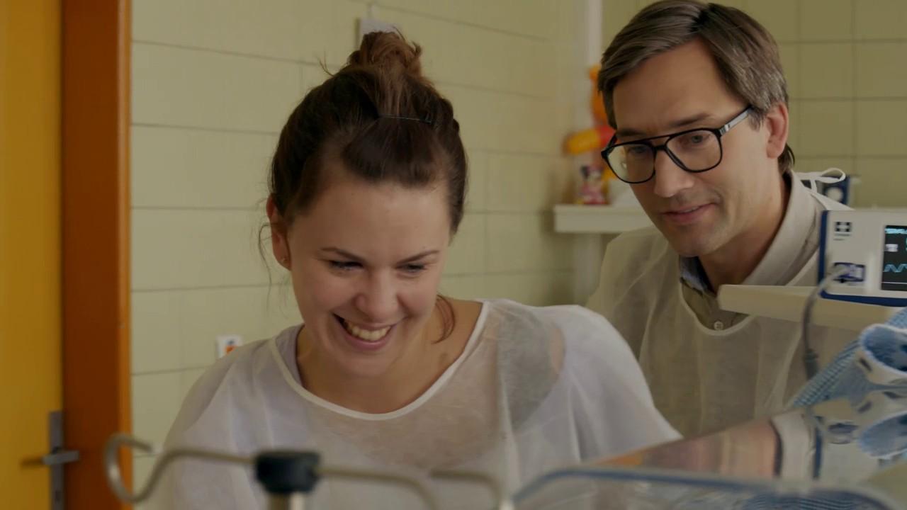 16. epizóda seriálu Som mama je plná emócií vďaka Tininmu pôrodu dvojičiek