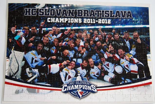 7266ca672e Všetci zúčastnení budú zároveň zaradení do súťaže o Puzzle (45x30 cm) s  vizuálom majstrovského tímu HC SLOVAN Bratislava 2011 2012.