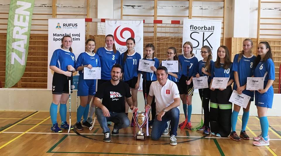 Víťazky krajského turnaja v Trenčianskom kraji - Dievčatá z 8-ročného gymnázia v Partizánskom