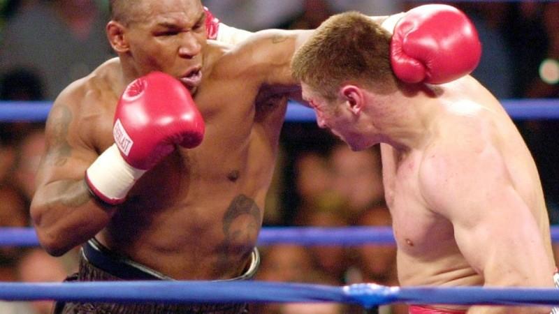 S Andrew Golotom v roku 2000. Tyson zápas vyhral, ale neskôr u neho test preukázal prítomnosť marihuany.