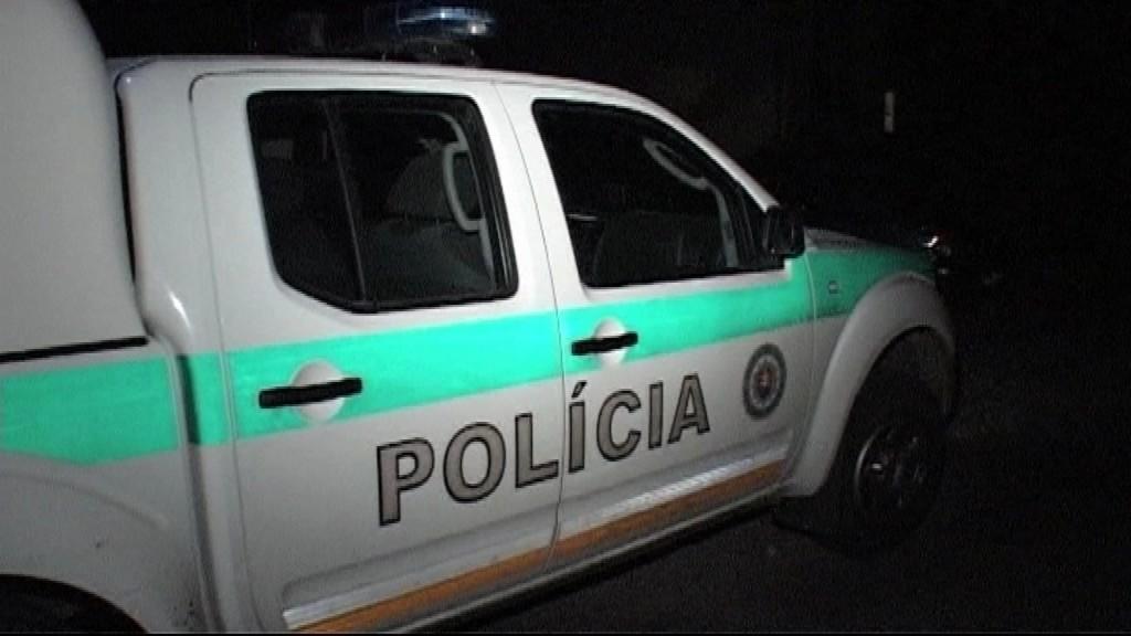 Policajné auto v noci_ilustračné foto